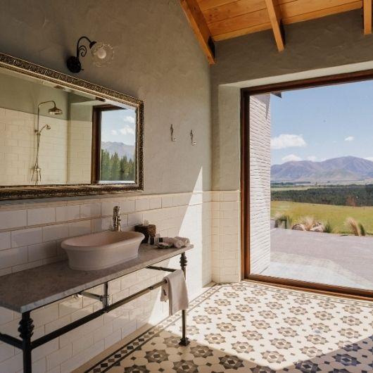 moraine-villa-bathroom-mountain-views