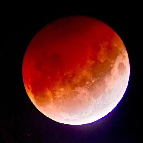 blood-moon-2021-mt-cook-lakeside-retreat-stargazing-astrophotography