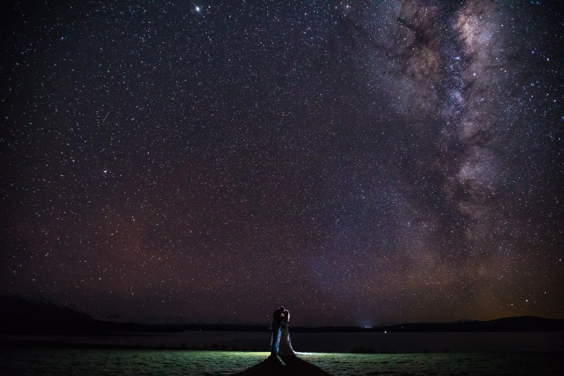 wedding couple under the stars at mt cook lakeside retreat